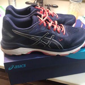 🌸ladies ASICS 2000 7 running shoes size 9 1/2